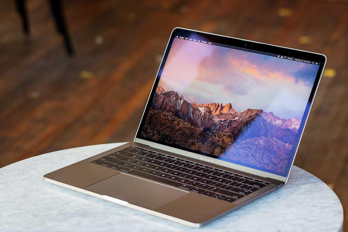 На днях по сети буквально «пронесся» слух о том что компания Apple может выпустить Macbook для профессиональных киберспортсменов Это в очередной раз подтверждает что