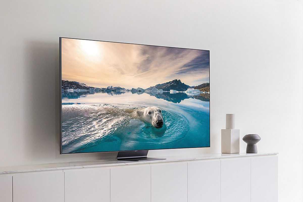 В рамках выставки электроники CES 2021 состоявшейся вначале января компания Samsung представила целую линейку новых телевизоров на базе QLED с поддержкой 8К