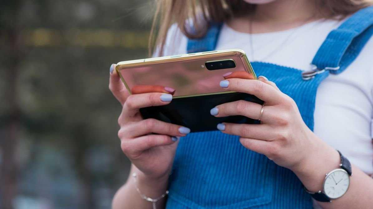 Продажи складного смартфона samsung galaxy fold запускают в россии