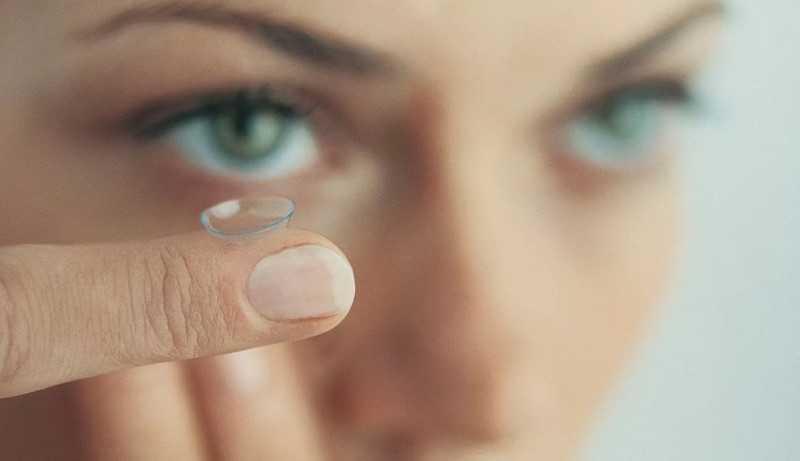 Контактные линзы для чувствительных глаз: какие лучше, что учитывать при выборе