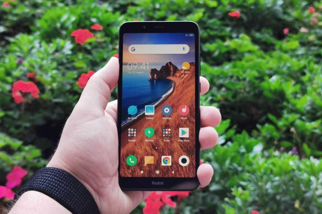 В россии начались продажи «ультрабюджетного» смартфона xiaomi. цена