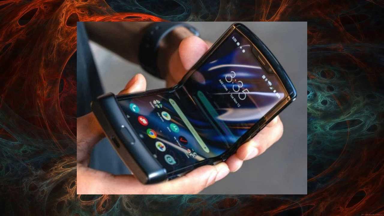 Motorola начала продавать складной razr и выпустила новые видео о нем