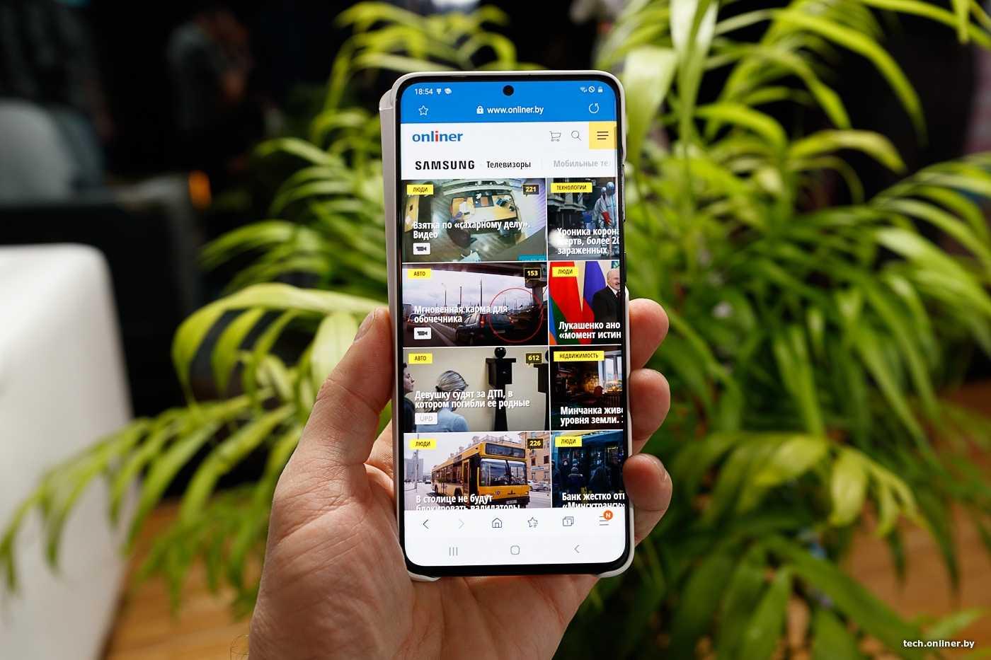 Xiaomi выпустила первый смартфон с «бесконечным» дисплеем и камерой на 108 мп. видео