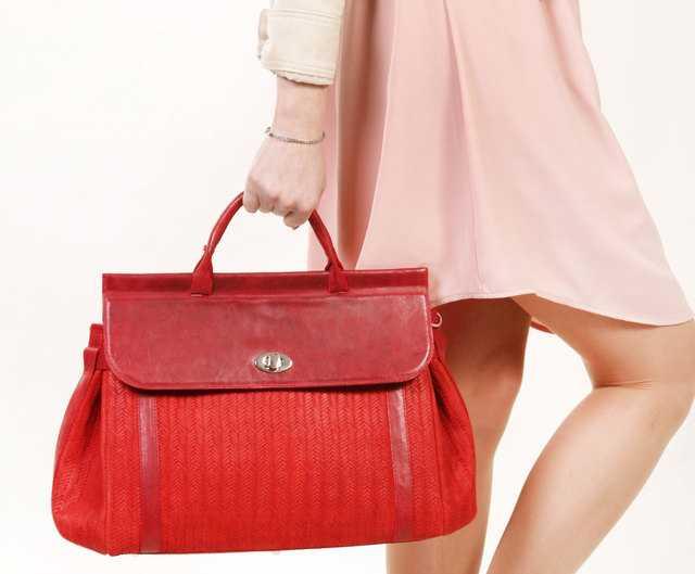 Какой цвет сумки подойдет к любой одежде