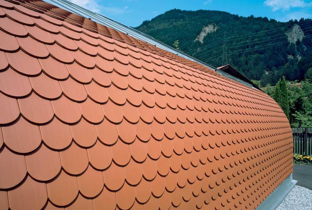 Как выбрать металлочерепицу для крыши дома правильно с учетом основных критериев