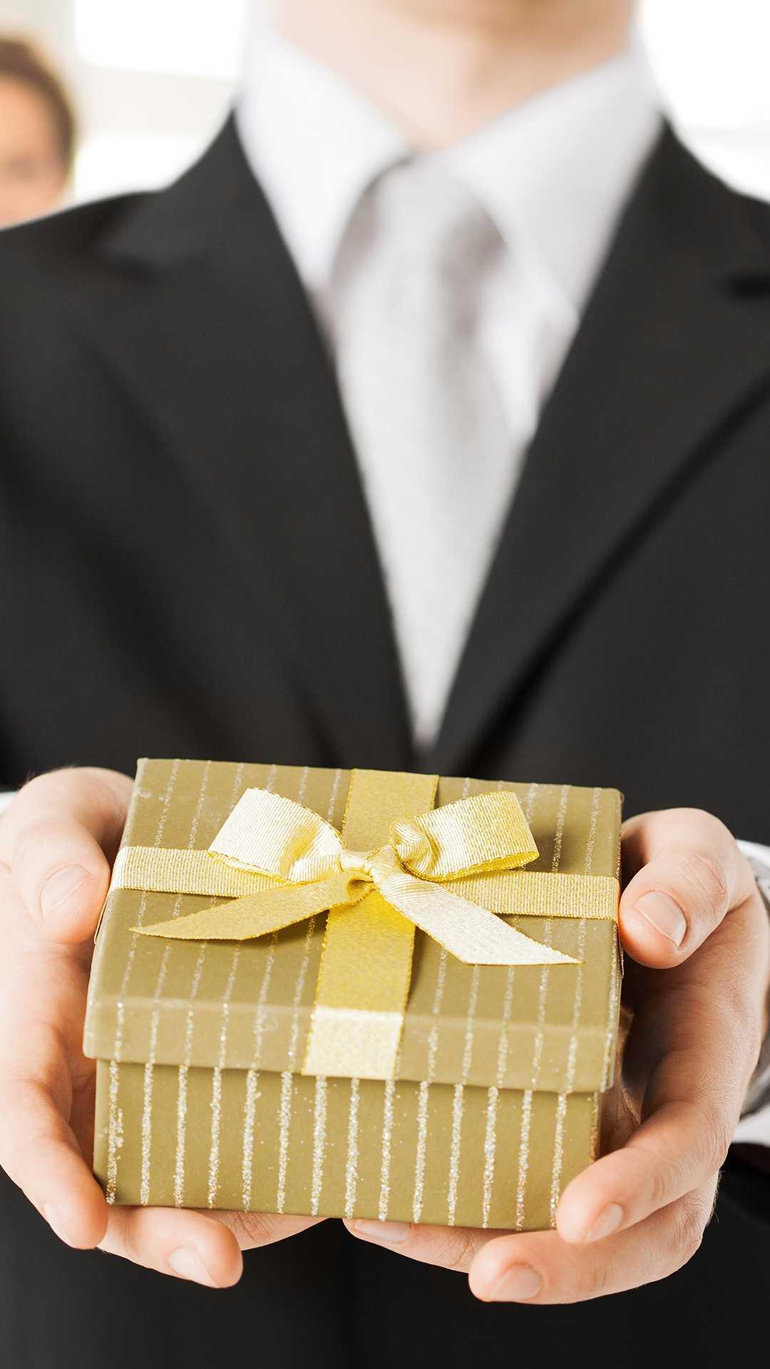 Что подарить начальнику мужчине на день рождения от коллектива