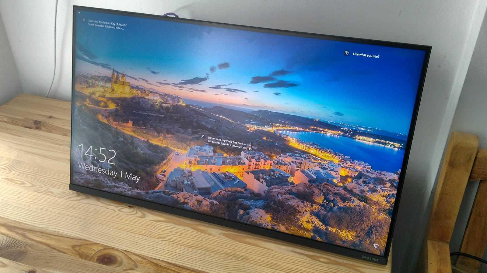 В России стартовали продажи долгожданных мониторов Samsung Space Monitor Их ключевая особенность в том что можно крепить к краю стола легко наклонять под нужным углом