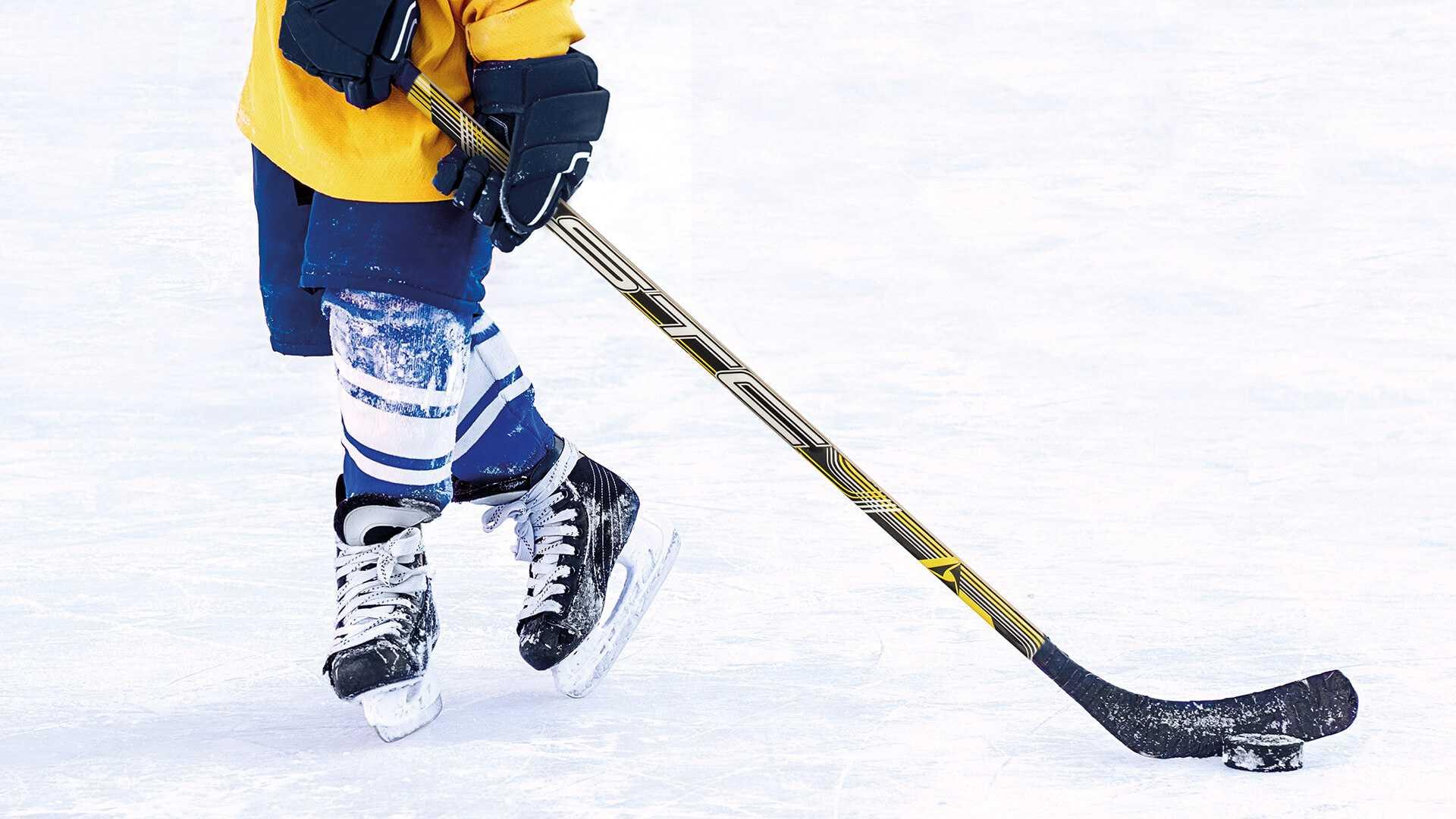 Рейтинг лучших хоккейных клюшек на 2020 год с достоинствами и недостатками.