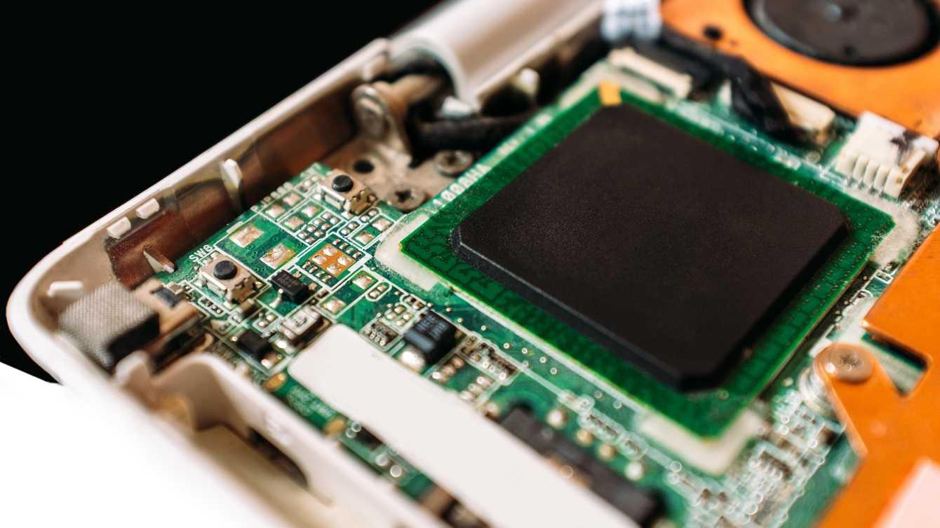 Крошечный процессор apple обогнал топовый чип intel по производительности в одном тесте и проиграл в других - cnews