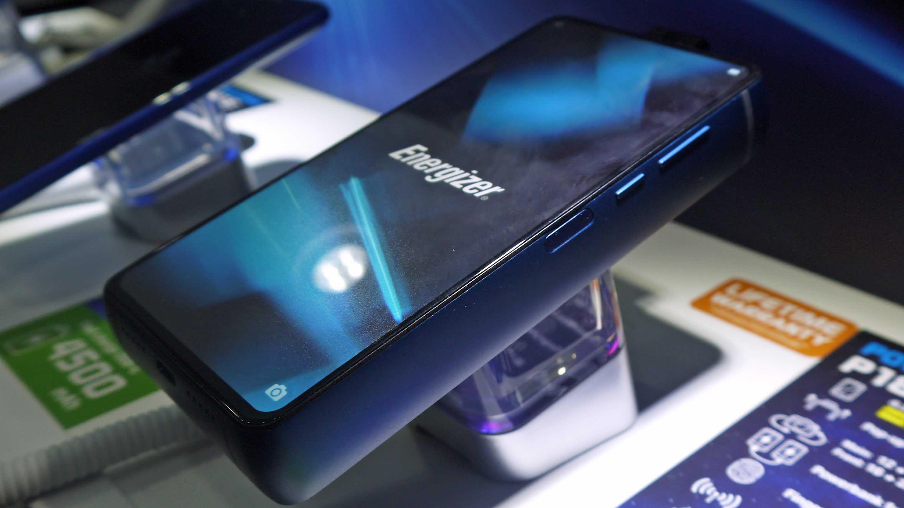 Energizer power max p18k pop — смартфон с батареей на 18 000 мач