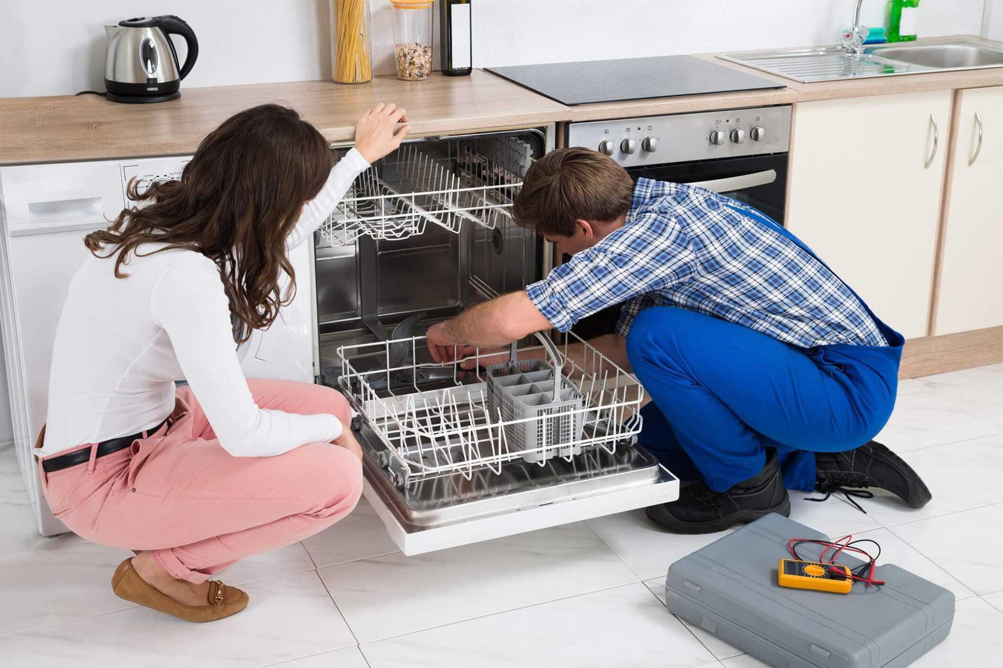 Правильная эксплуатация и уход за посудомоечной машиной является залогом ее долгой работоспособности Именно с нашей статьи вы узнаете как почистить посудомоечную машину в домашних условиях и какое средство для этого лучше выбрать