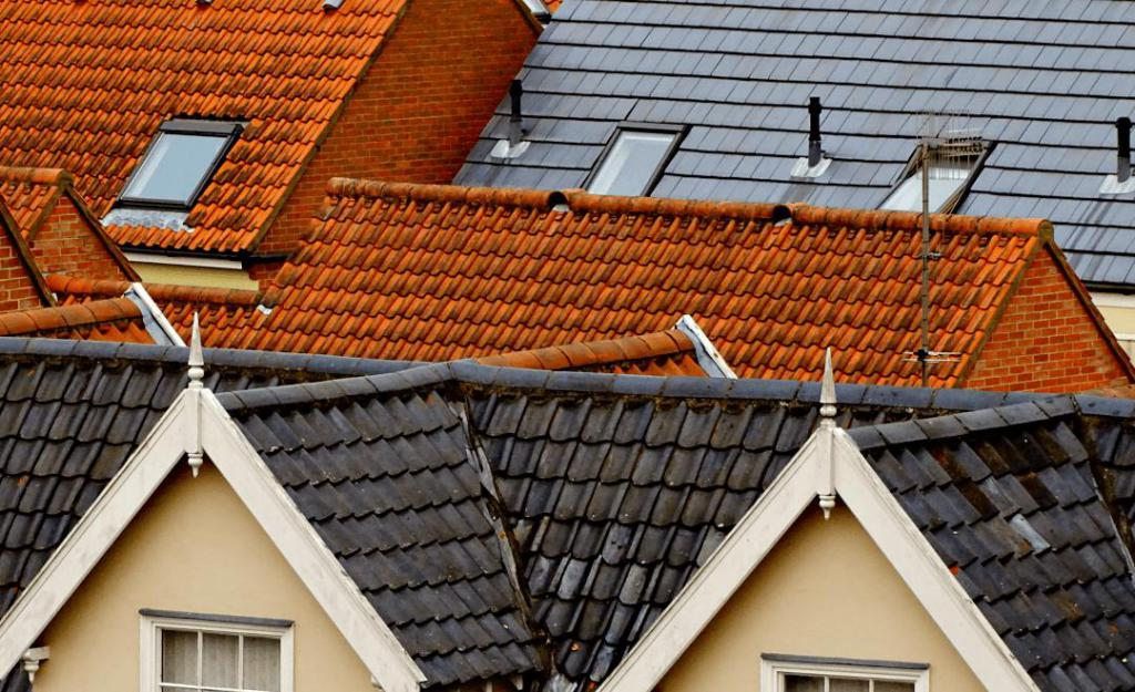 Мягкая кровля или металлочерепица: плюсы и минусы материалов для крыши