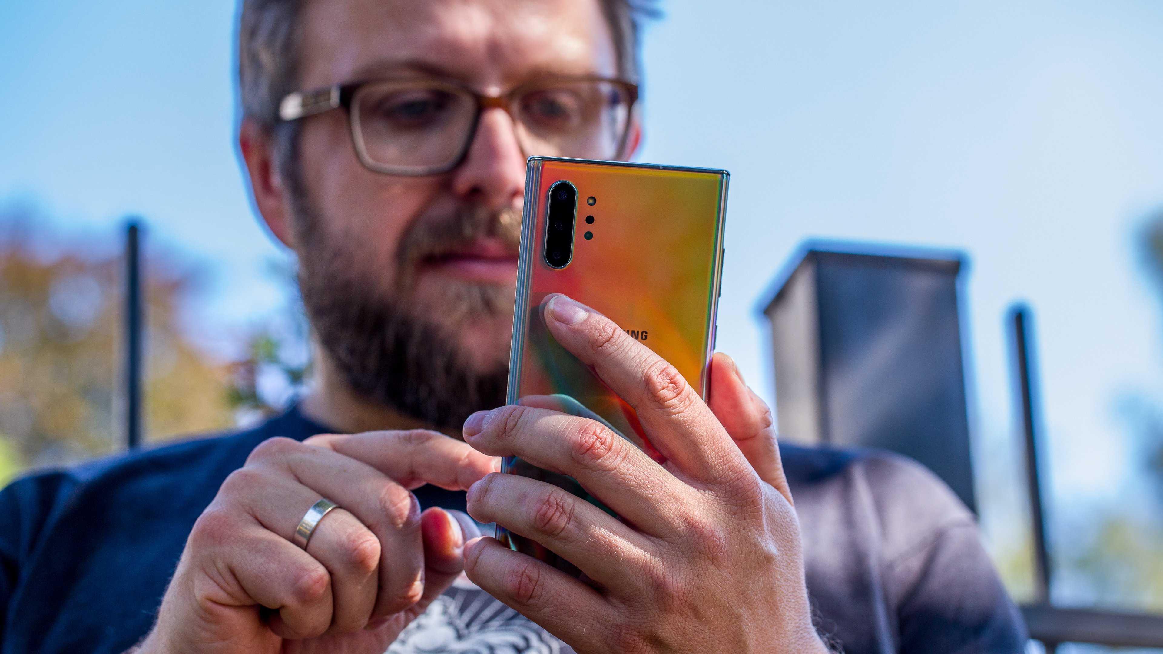 Не так давно сообщалось что Galaxy Note10 Lite появился на официальном сайте компании Samsung Издание Winfuture уже анонсировало пресс-рендеры модели которые