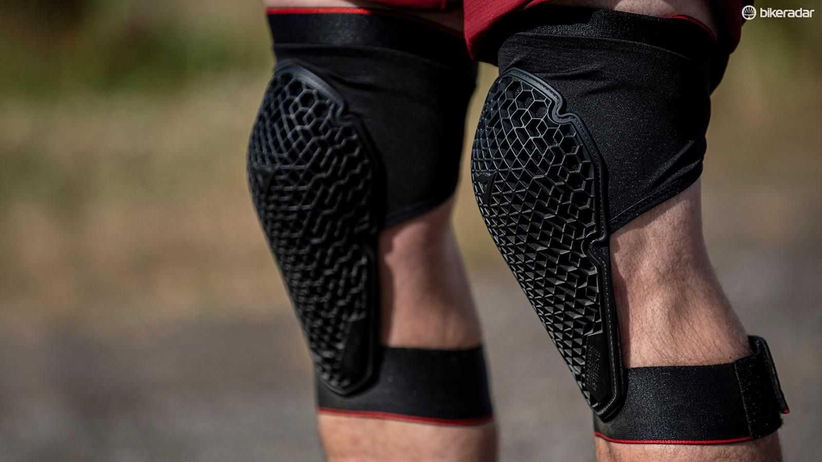 Наколенник для фиксации коленного сустава: как выбрать, показания к применению, уход за изделием