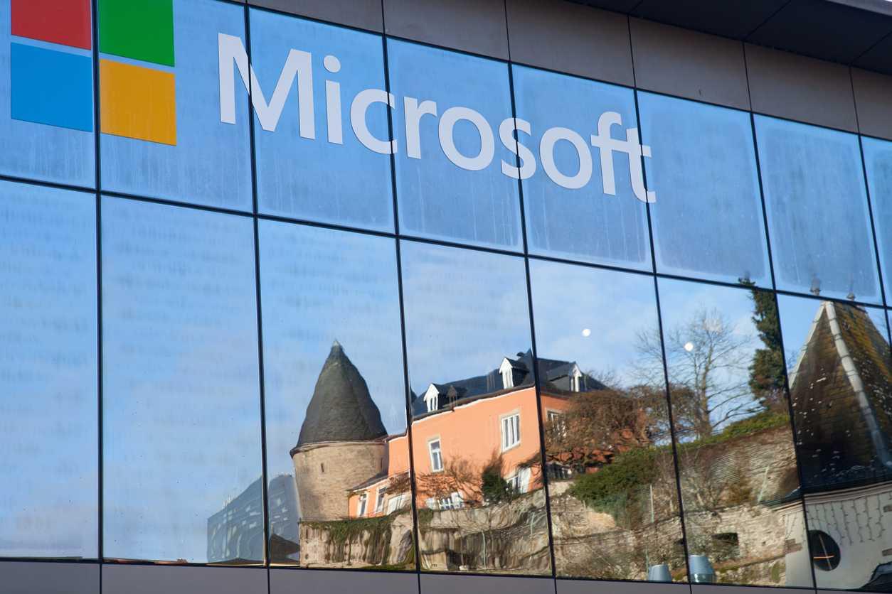 Представители компании Microsoft сообщили о том что производитель начал активно работать над разработкой геймпадов для инвалидов В прошлом году уже был создан