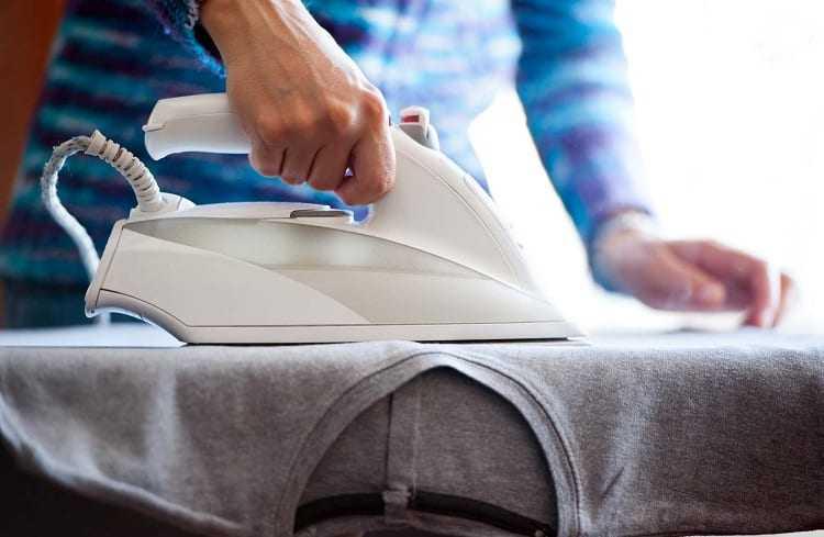 Утюг – незаменимый бытовой прибор позволяющий каждому из нас выглядеть прилично благодаря эффективному разглаживанию складок на одежде Удивительно но уже в IV