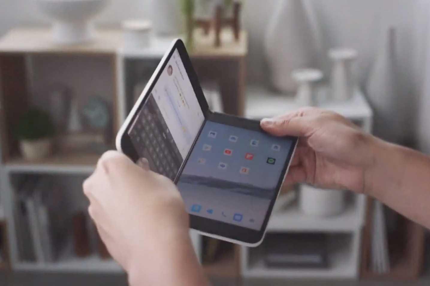 Относительно недавно в продаже появился новый складной смартфон компании Microsoft который получил название Surface Duo В скором времени этот гаджет решил проверить на