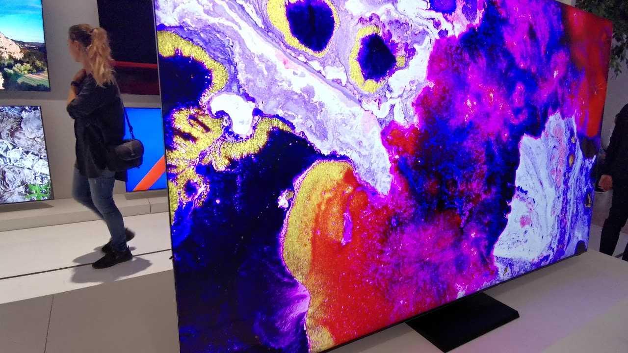 Samsung начала продавать в россии 8к-телевизоры по цене автомобиля