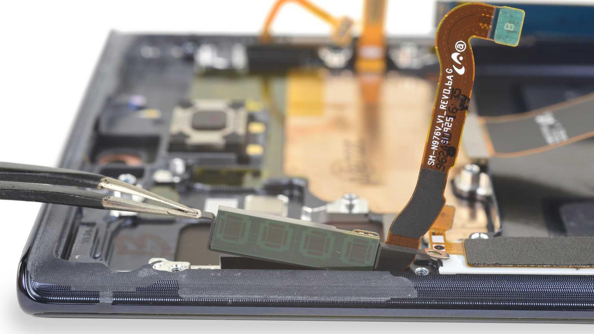Возглавивший рейтинг смартфонов лета текущего года Samsung Galaxy Note 10 прошел новый тест на ремонтопригодность Специалисты iFixitудивили общественность…